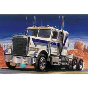 Italeri 1/24 Freightliner FLC Truck Model Kit Toys & Games