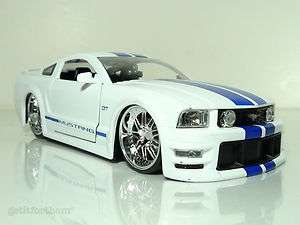 2006 Ford Mustang GT RACE PERFORMANCE WHITE w. BLUE STRIPES S 197 124